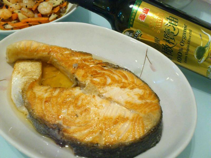 煎鮭魚-泰山冷壓橄欖油
