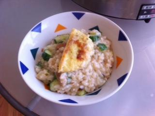 【十分輕鬆料理DIY】蛋餃黃瓜燉飯