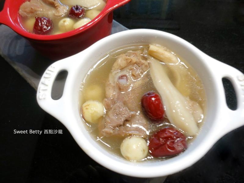 鮮菇蓮子排骨湯