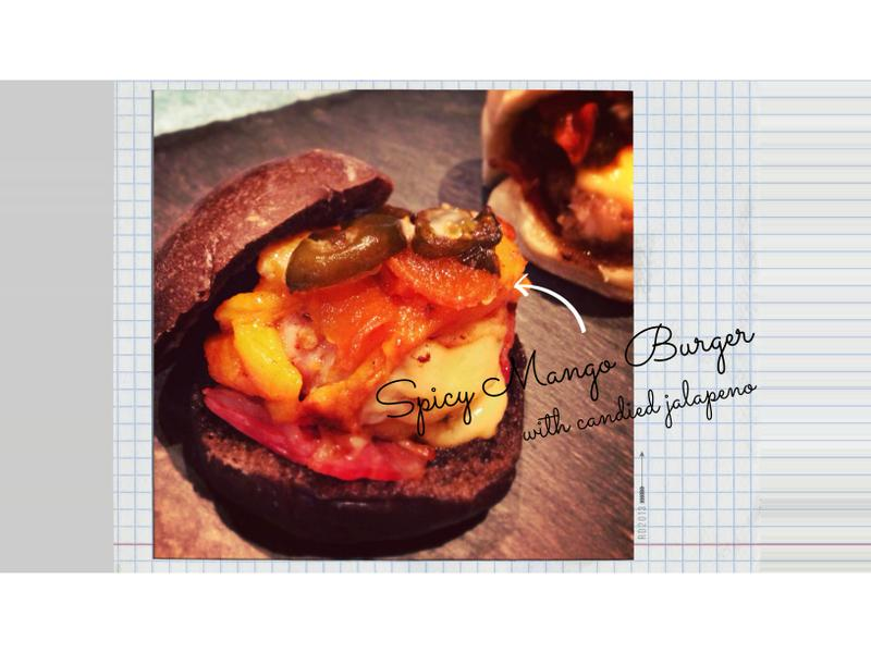 辣味芒果培根漢堡搭配糖漬墨西哥辣椒