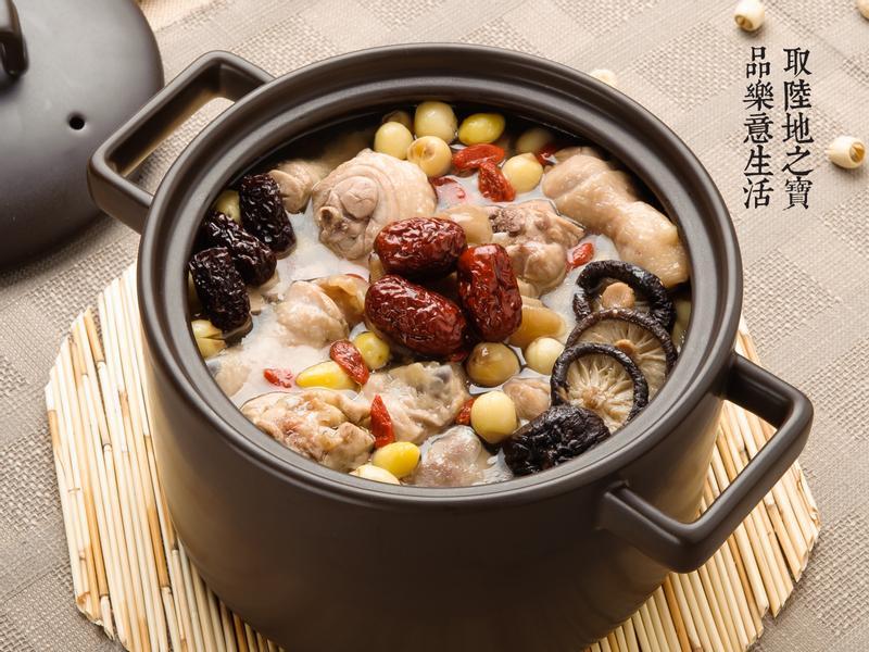 【陶鍋料理】五寶雞湯
