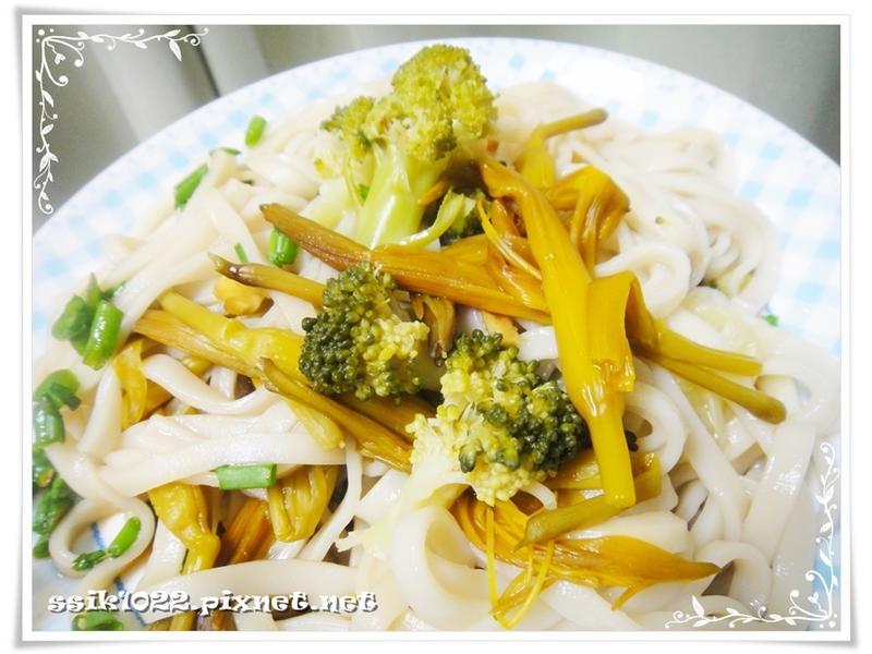 和風金針花涼麵 ♪ 臺東農產好料理
