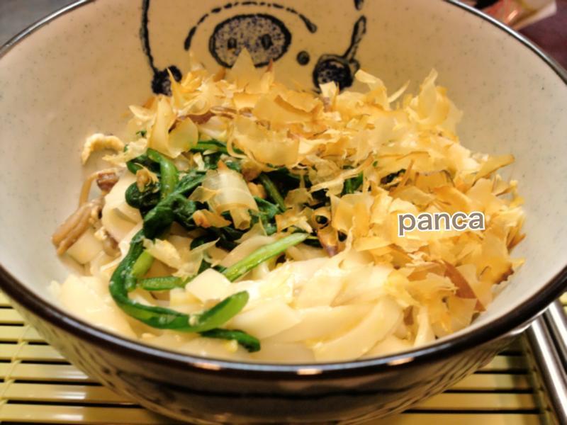 茼蒿菇菇拌炒麵【素食麵料理】。胖卡瘦不了食譜