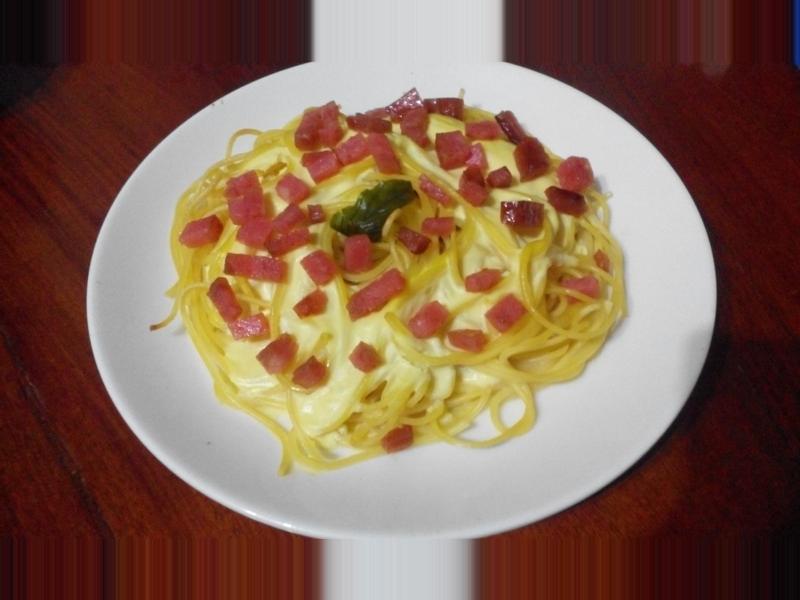 火腿白醬義大利麵