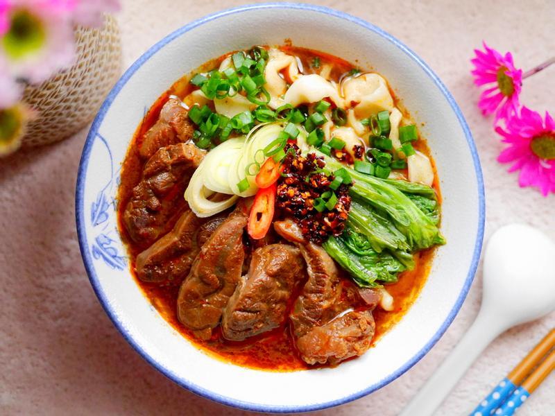 爆濃香蔥紅燒牛肉麵❤台灣小吃