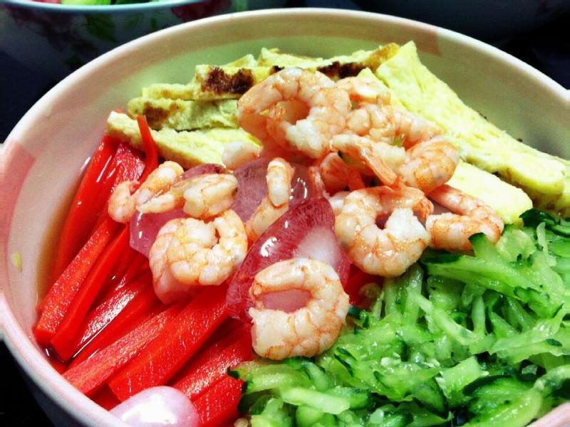 日式鮮蝦蔬菜涼麵