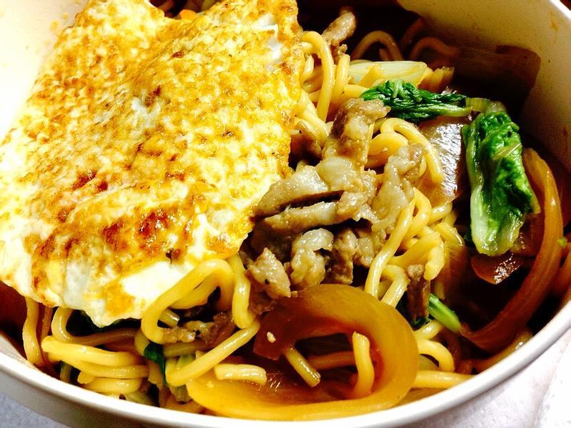 超簡單~日式醬油炒麵加煎蛋