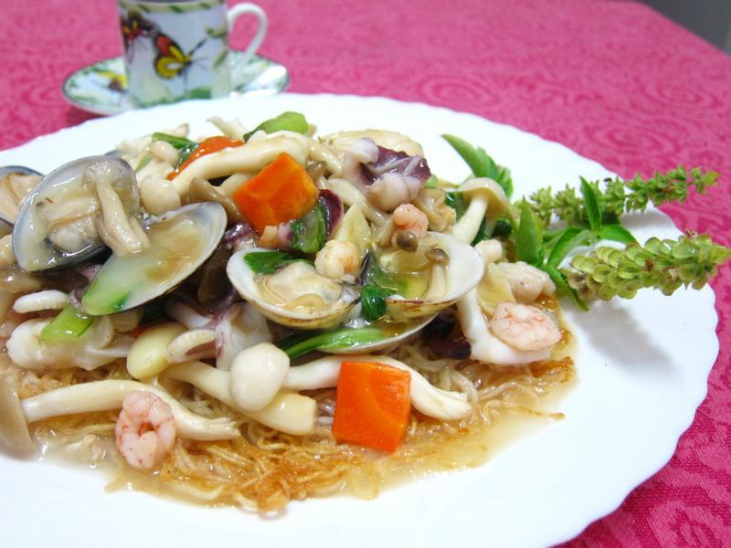 港式菇菇海鮮炒麵