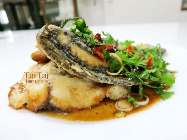 ♦泰泰風♦運用 羅旺子 羅望子 酸子 酸枳 酸角 煮出來的醬再煮泰北酥炸魚的淋醬