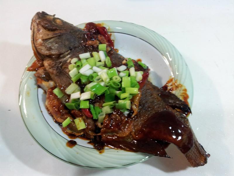 萬家香大吟釀薄鹽醬油-酸醬紅燒魚