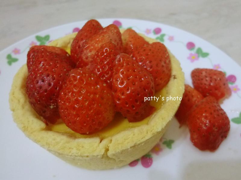草莓布丁塔—草莓就愛鷹牌煉奶