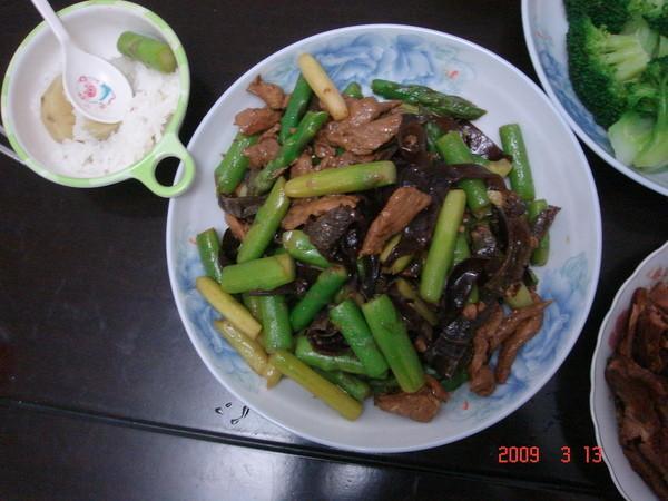 蘆筍木耳肉絲炒