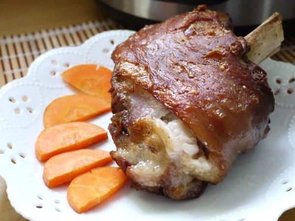 我的廚房小心機 – 德國豬腳