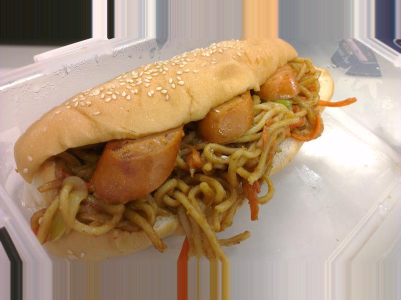 咖哩炒麵熱狗麵包