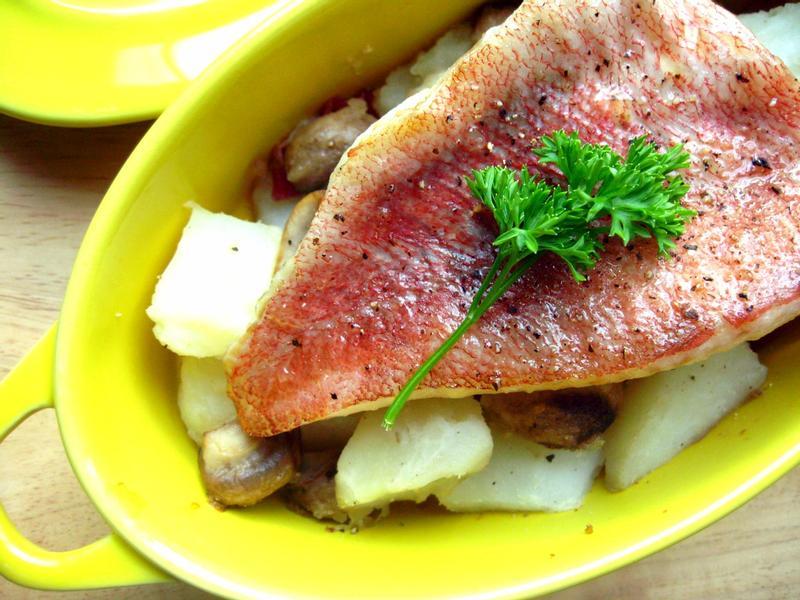 烤紅魚佐培根蘑菇馬鈴薯