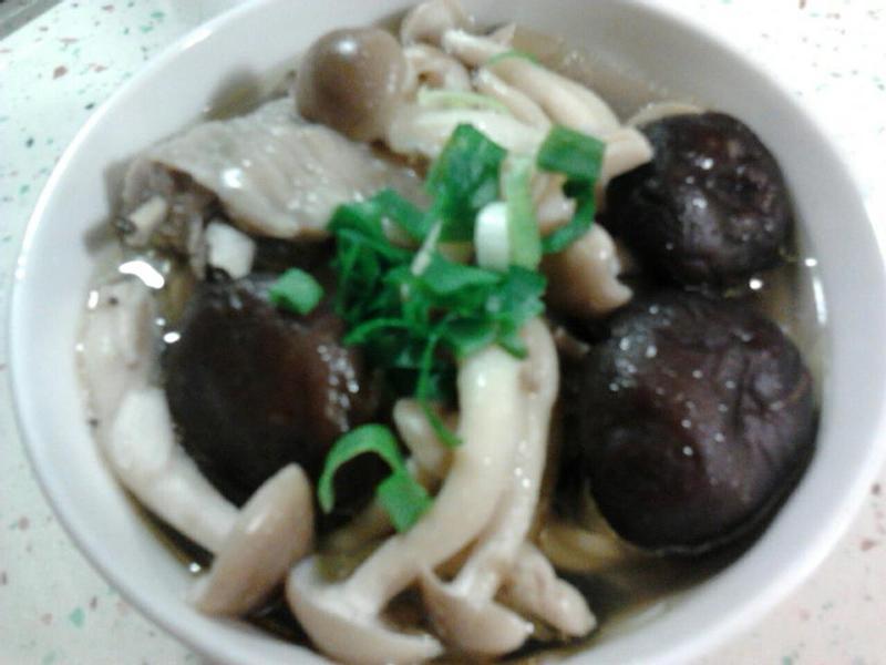 電鍋菇菇雞湯