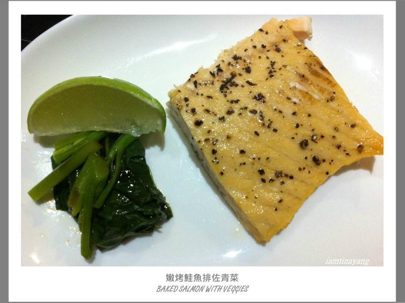 嫩烤鮭魚排佐青菜