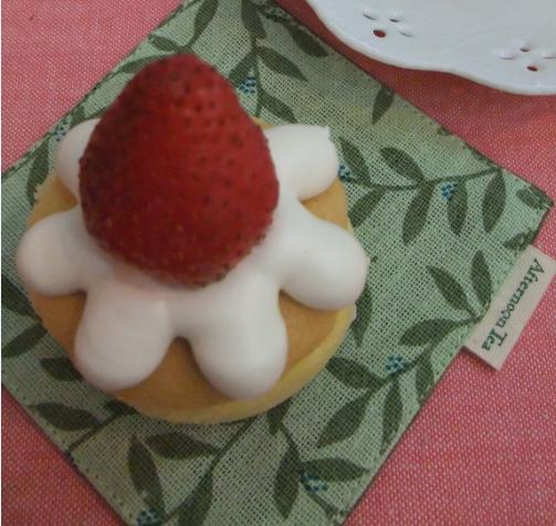 草莓鮮奶油戚風杯子蛋糕