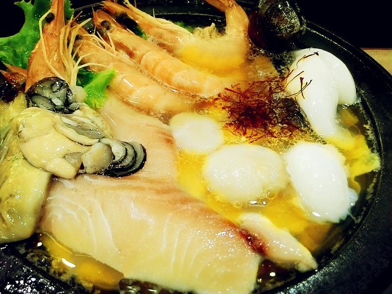 番紅花海鮮火鍋