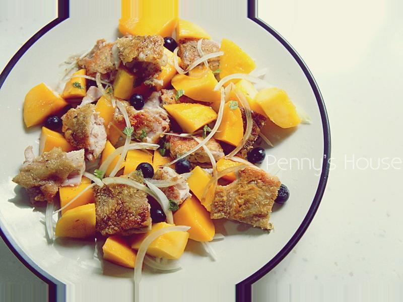 夏日下廚簡單做:芒果香煎雞腿排溫沙拉