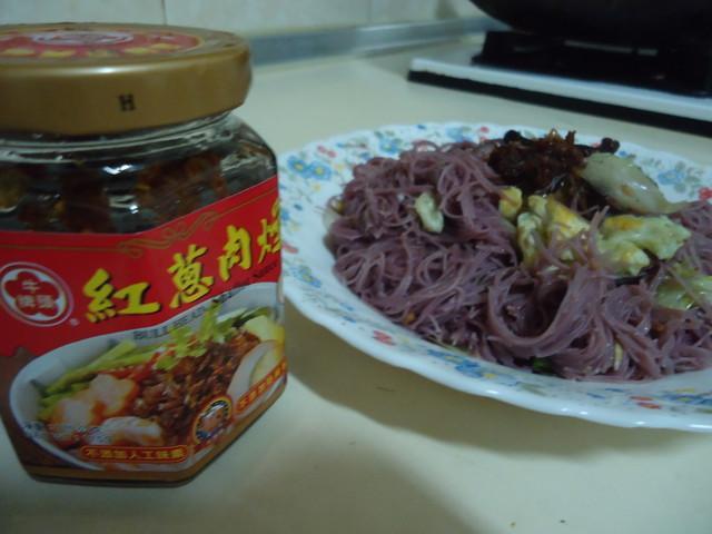 牛頭牌紅蔥肉燥炒紫心地瓜米粉