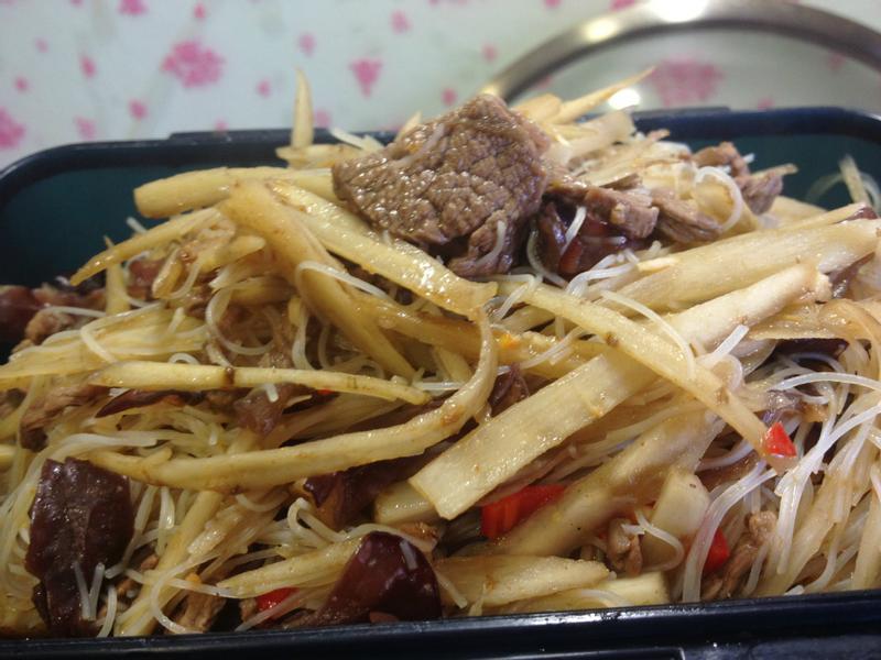 WV喜樂廚房~牛蒡牛肉炒米粉~WV