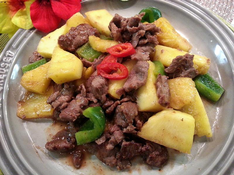 鳳梨炒牛肉