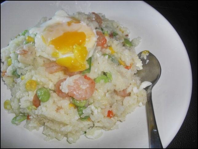 ♥十分輕鬆料理DIY♥ 柔潤香Q的蝦仁炒飯