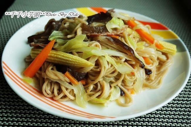 臘肉蔬菜紅薏仁炒麵