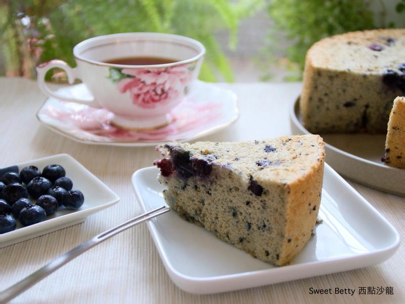 很藍莓的戚風蛋糕