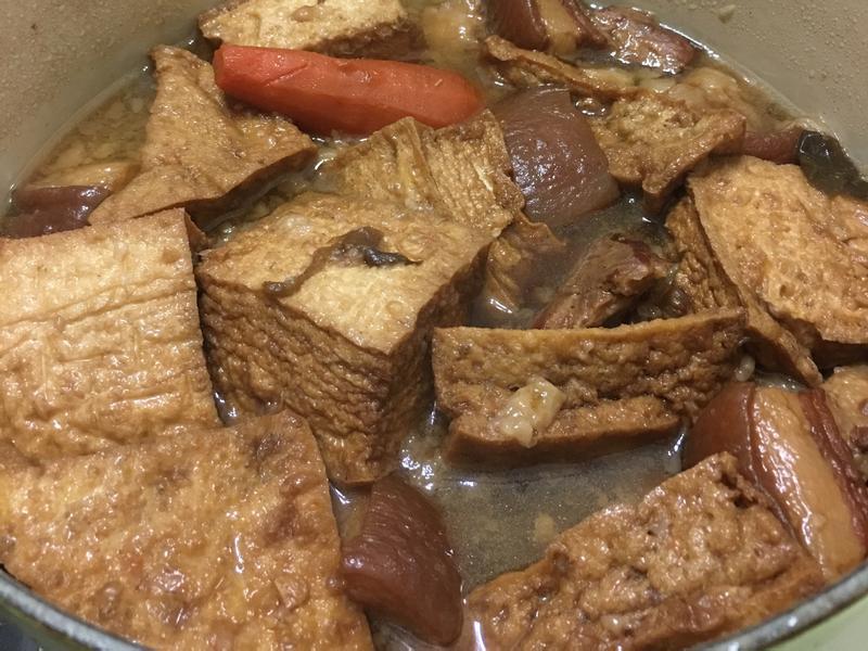 自創家庭式滷五花肉