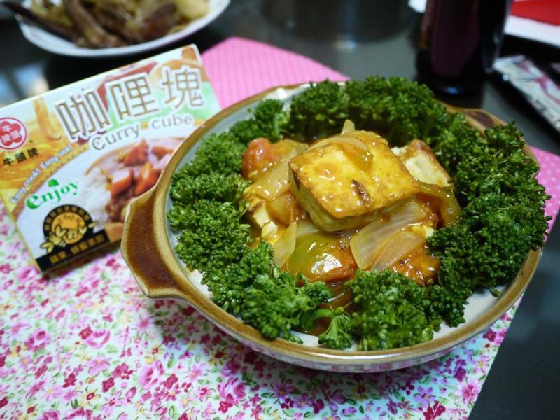 [牛頭牌咖哩塊]咖哩番茄豆腐煲