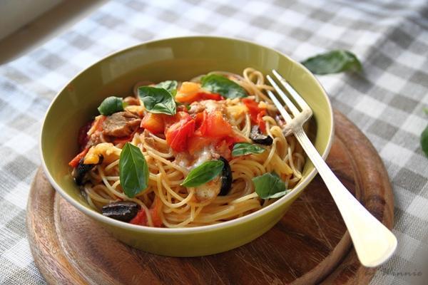 卡布里風味番茄鮪魚義大利麵