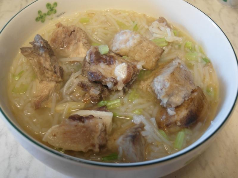 排骨芋頭米粉湯