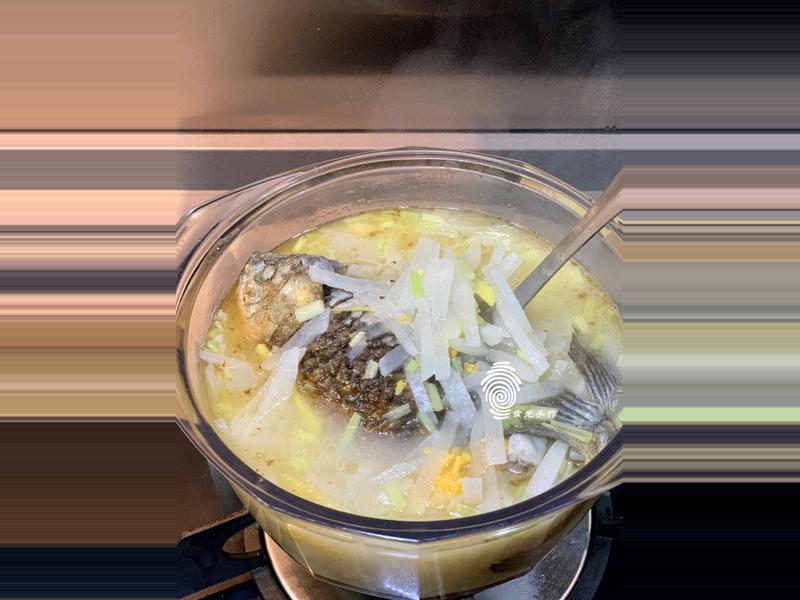 簡易《鯽魚蘿蔔絲湯》