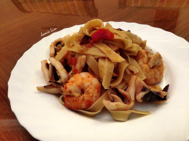橄欖油羅勒透抽鮮蝦麵