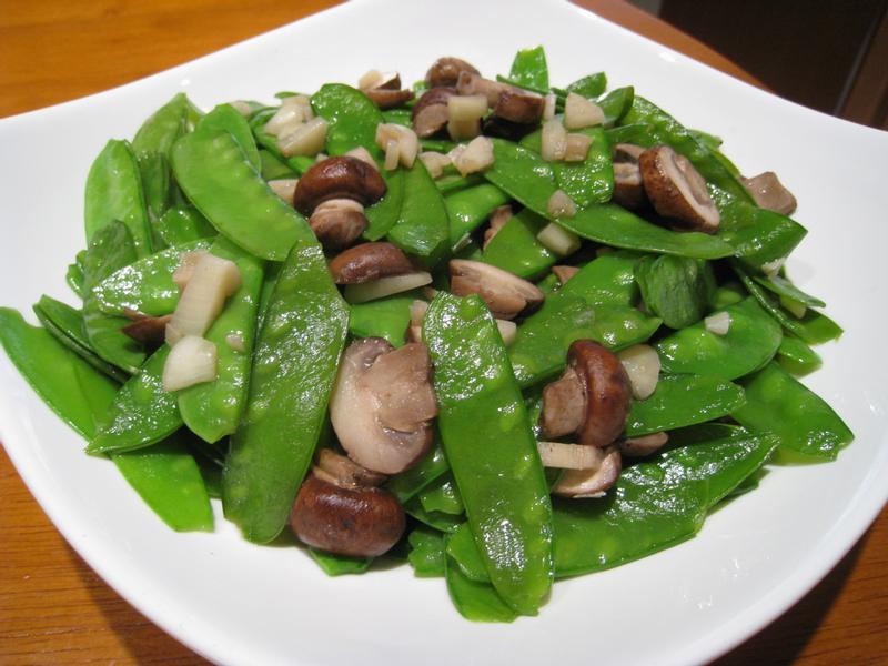 【粉豬兒】豌豆炒蘑菇
