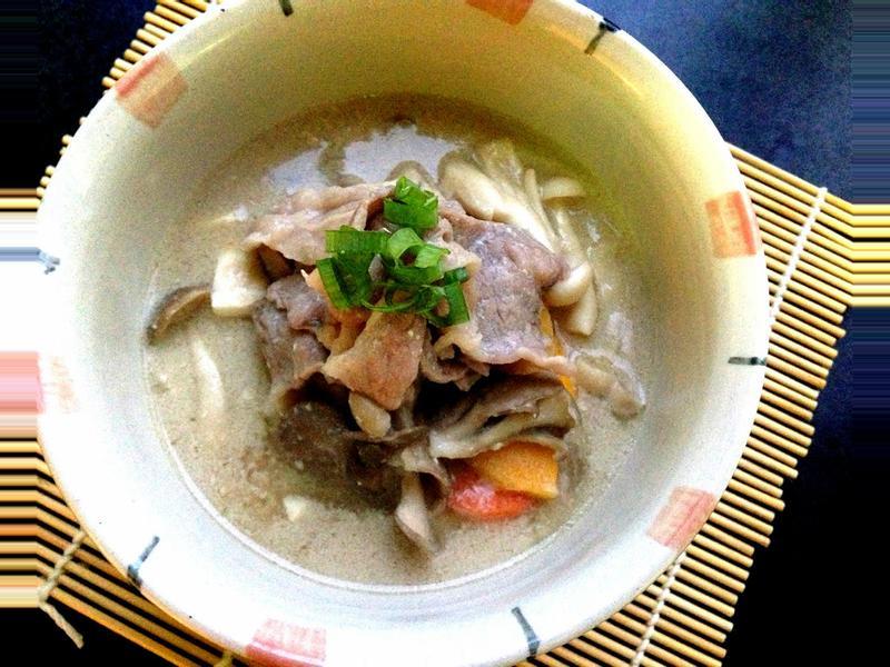 香濃牛肉菇菇味噌豆漿鍋