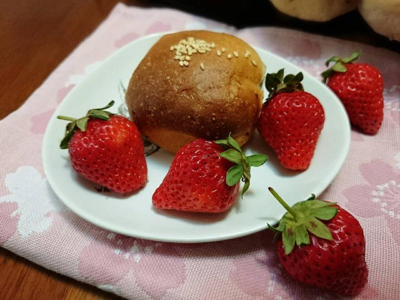 草莓煉乳餐包
