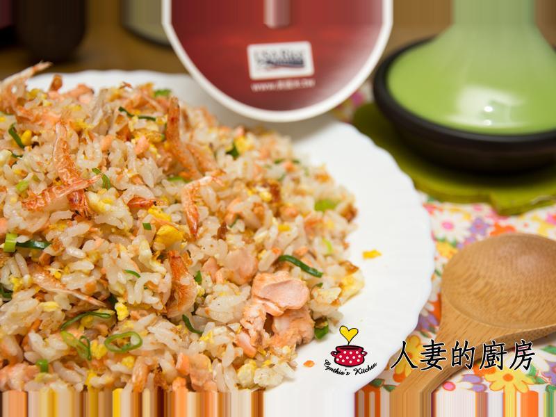 人妻的廚房--櫻花蝦鮭魚炒飯