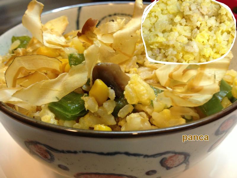 剩飯做的~醬香菇菇蛋米飯【素食料理】。胖卡瘦不了食譜