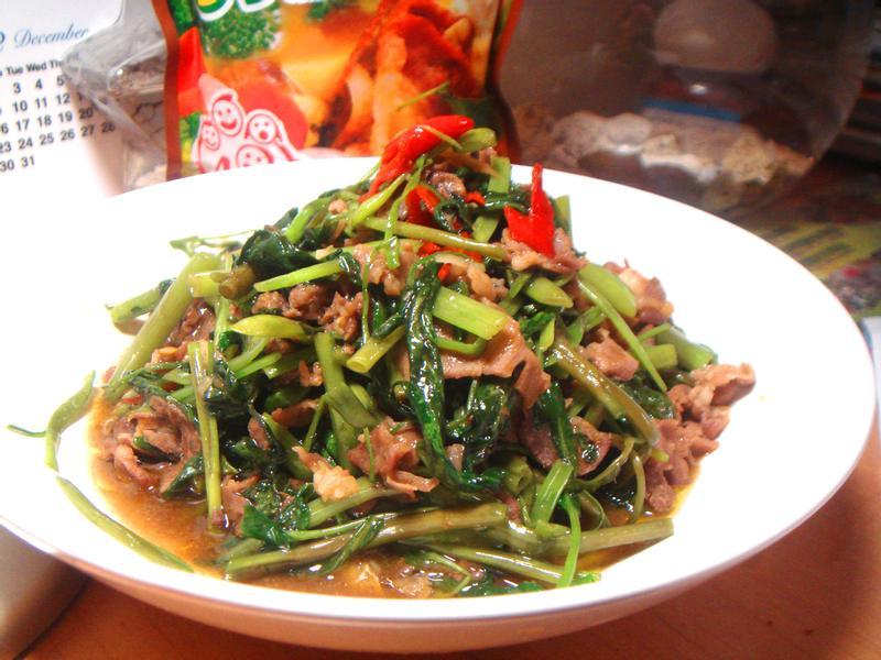 空心菜炒咖哩羊肉「可果美咖哩鍋高湯」