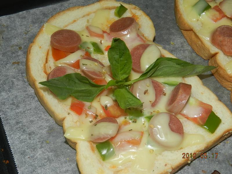 ㄚ曼達的廚房~熱狗土司披薩