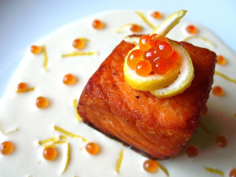 香煎鮭魚佐檸檬鮭魚卵奶油