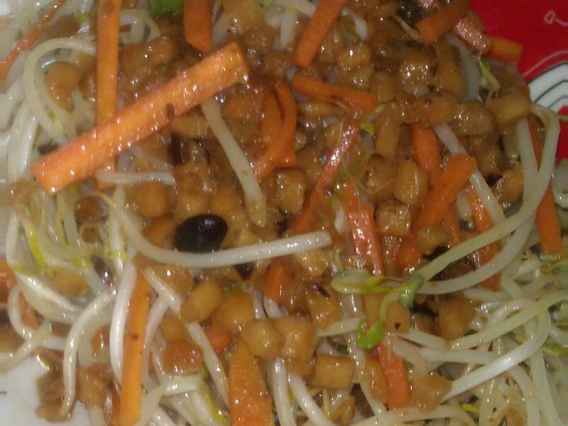 蜜汁豆鼓辣蘿蔔乾拌炒嫩豆芽