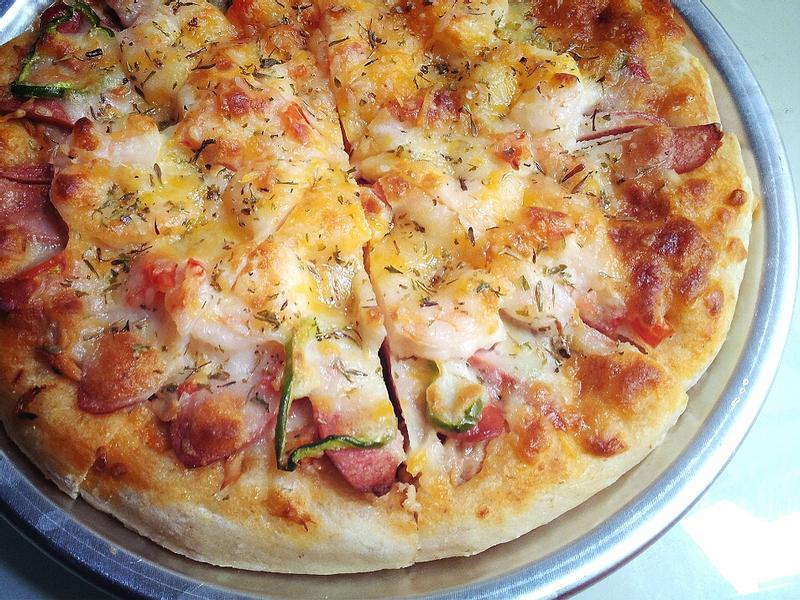 港式香腸海鮮比薩