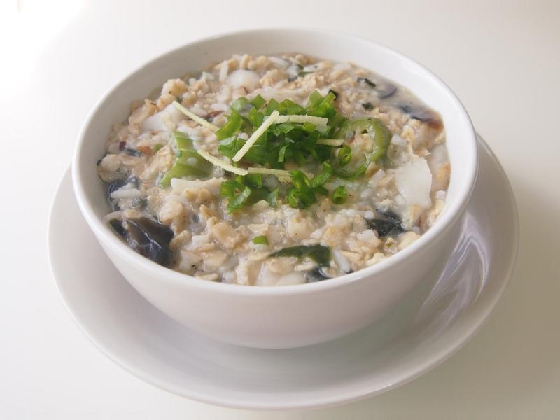 皮蛋鮮魚燕麥粥 Congee and fish and perserved egg