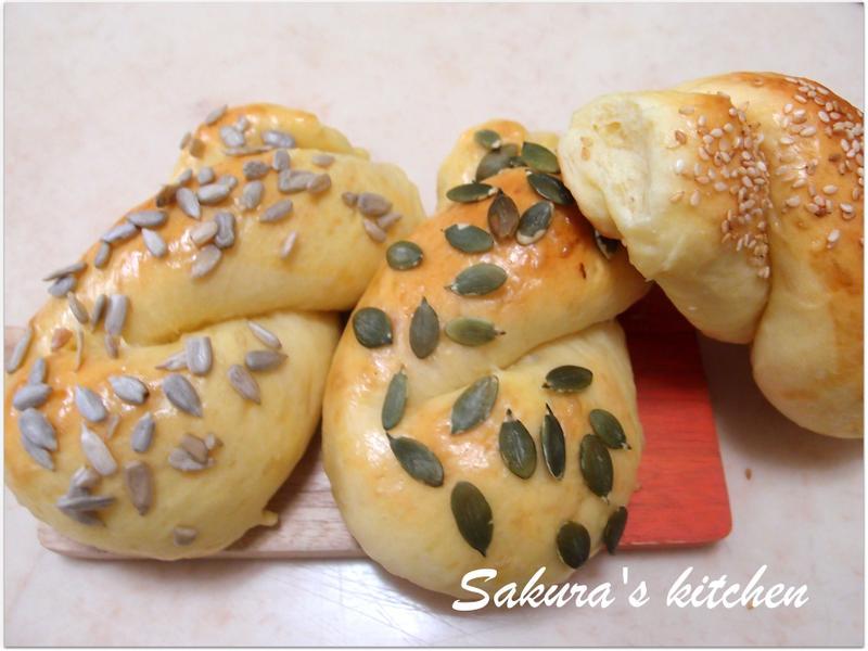 ♥我的手作料理♥ 牛奶湯種瓜子麵包