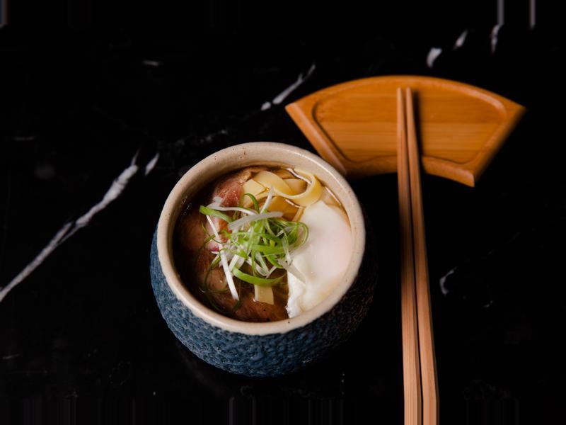 嫩煎梅花豬清雞湯拉麵配初生水波蛋